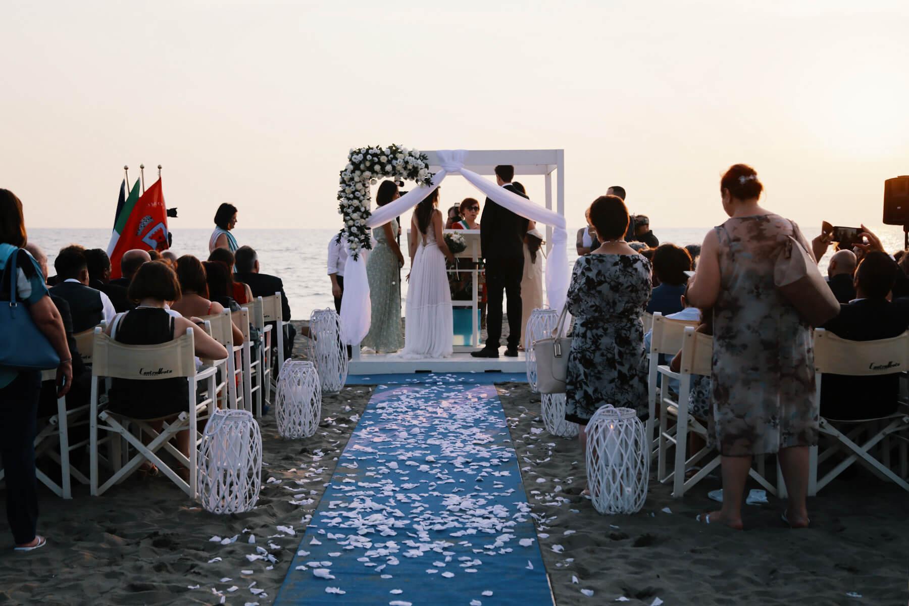 Matrimonio Spiaggia Anzio : Matrimoni sulla spiaggia a fregene controvento